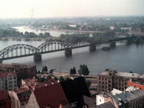 """Izaugsme un """"zemestrīce"""" – Latvijas Bankas monetārā politika 21. gs. sākumā"""